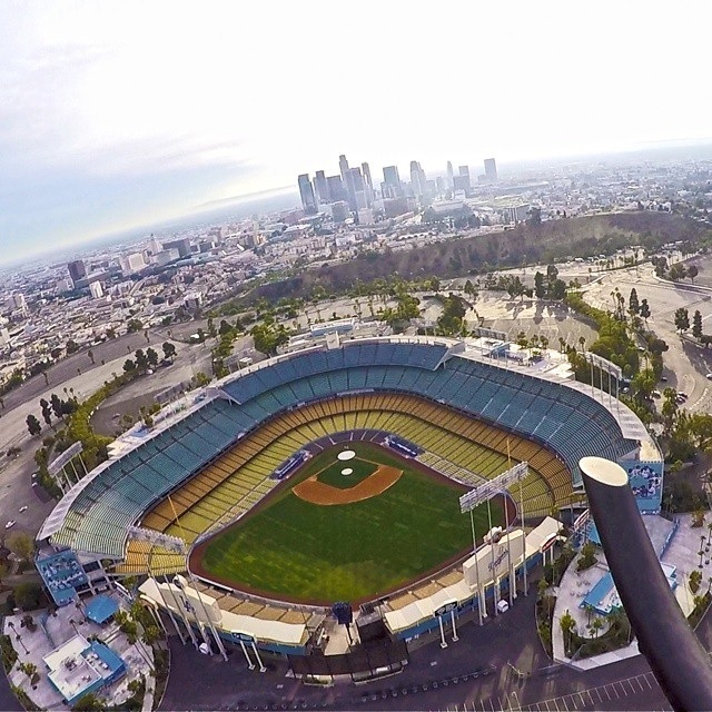 estadio dodgers @adamlinamen